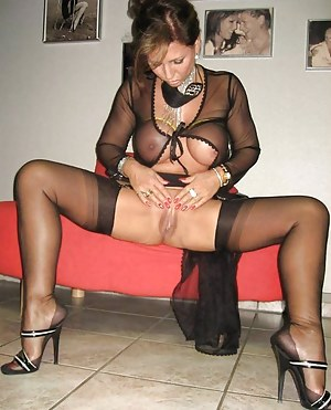 Hot MILF Pussy Porn Pictures