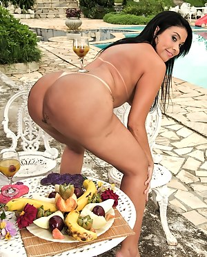 Hot MILF Food Porn Pictures