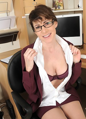 Hot MILF Secretary Porn Pictures