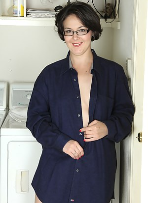Hot MILF Housewife Porn Pictures