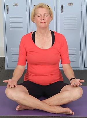 Hot Yoga MILF Porn Pictures