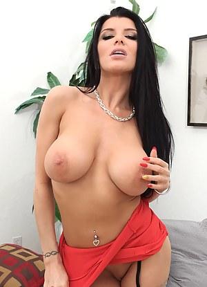 Hot Big Tits MILF Porn Pictures