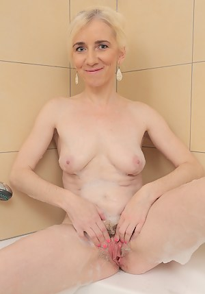 Hot Wet MILF Pussy Porn Pictures