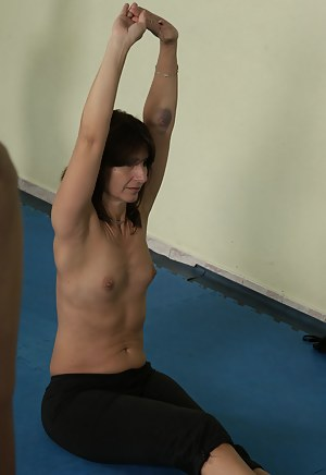 Hot Fitness MILF Porn Pictures
