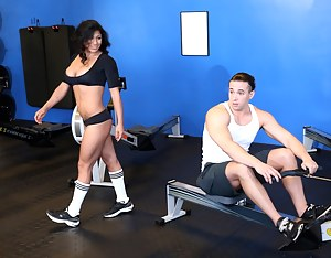 Hot MILF Gym Porn Pictures