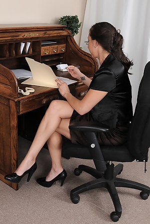 Hot Office MILF Porn Pictures