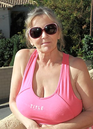 Hot Busty MILF Porn Pictures