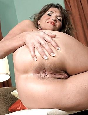 Hot MILF Asshole Porn Pictures