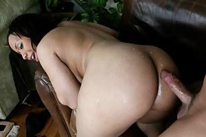 Hot Cum on MILF Ass Porn Pictures