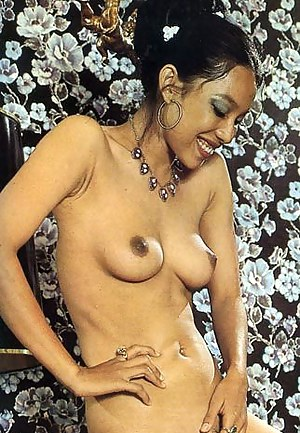 Hot Perky Tits MILF Porn Pictures