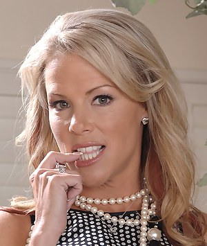 Hot Glamour MILF Porn Pictures