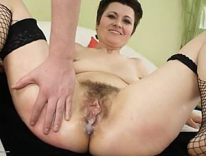Hot Cum in MILF Pussy Porn Pictures