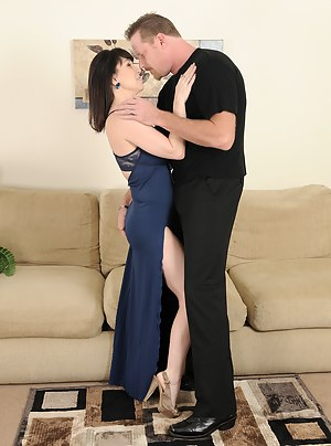 Hot MILF Dress Porn Pictures