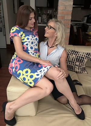 Hot Lesbian MILF Porn Pictures