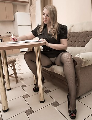Hot Pantyhose MILF Porn Pictures