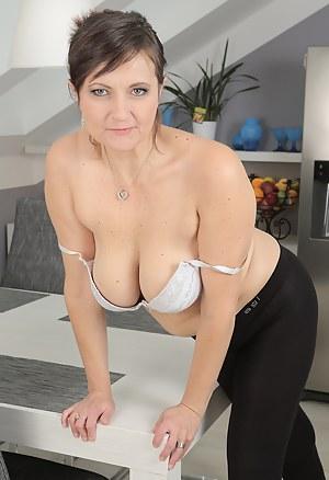 Hot MILF Bra Porn Pictures