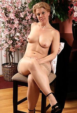 Hot Erotic MILF Porn Pictures