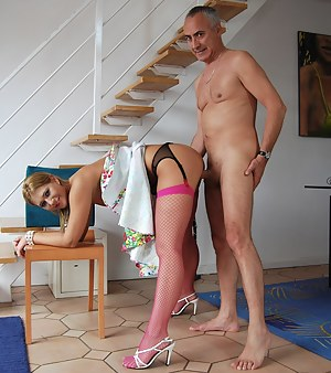 Hot MILF Standing Sex Porn Pictures