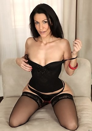 Hot MILF Beauty Porn Pictures
