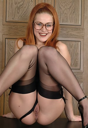 Hot Redhead MILF Porn Pictures