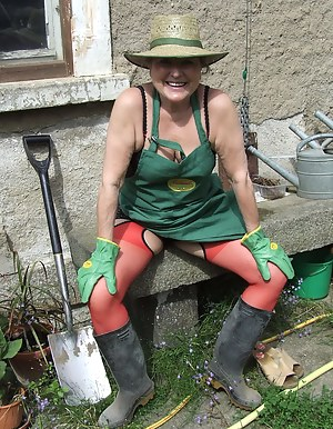 Hot MILF Farm Porn Pictures
